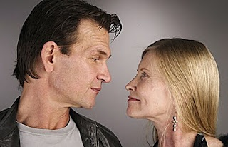 Patrick Swayze (08/18/1952 - 09/14/2009) and his wife Lisa Niemi were married for 34 years.