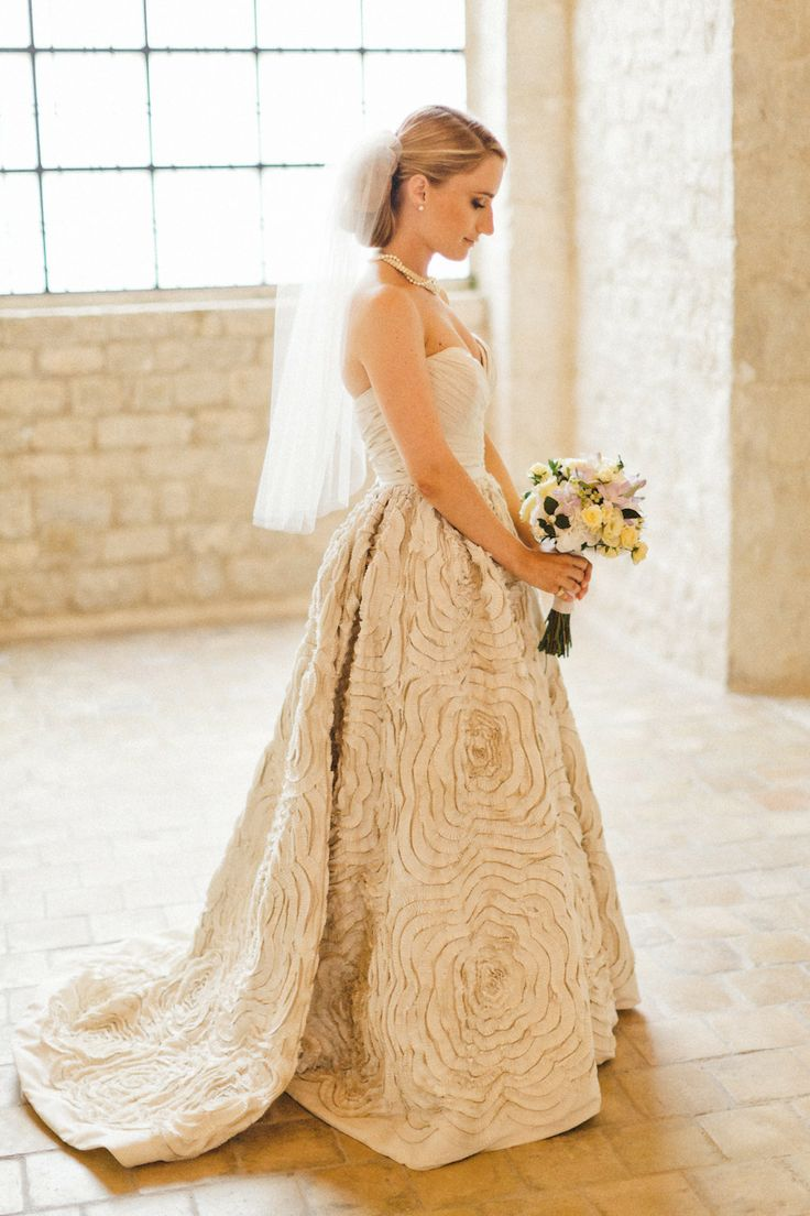 A Parisian bride looking flawless in our Dahlia Photography by Xavier Navarro Floral Design by Sabine Flowers