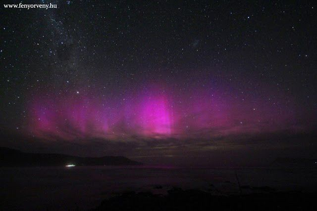 Gyönyörű lilás magenta színű sarki fény volt Új-Zéland felett