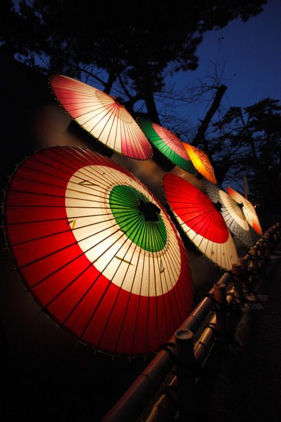 This umbrella stands for the art & beauty of #Japan. Fly to Japan with low airfare from iEagle.com & shop for these umbrellas.