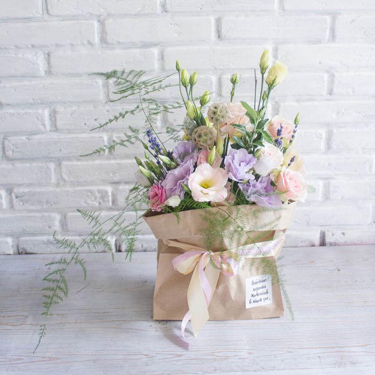 Друзья, в нашей мастерской есть очень милое и нежное предложение😏Flower-bag это цветочная композиция в крафтовой упаковке. 🌸Также не забывайте, что уже завтра День семьи, любви и верности, последний шанс сделать предзаказ😊 #ladybird_flowerbag