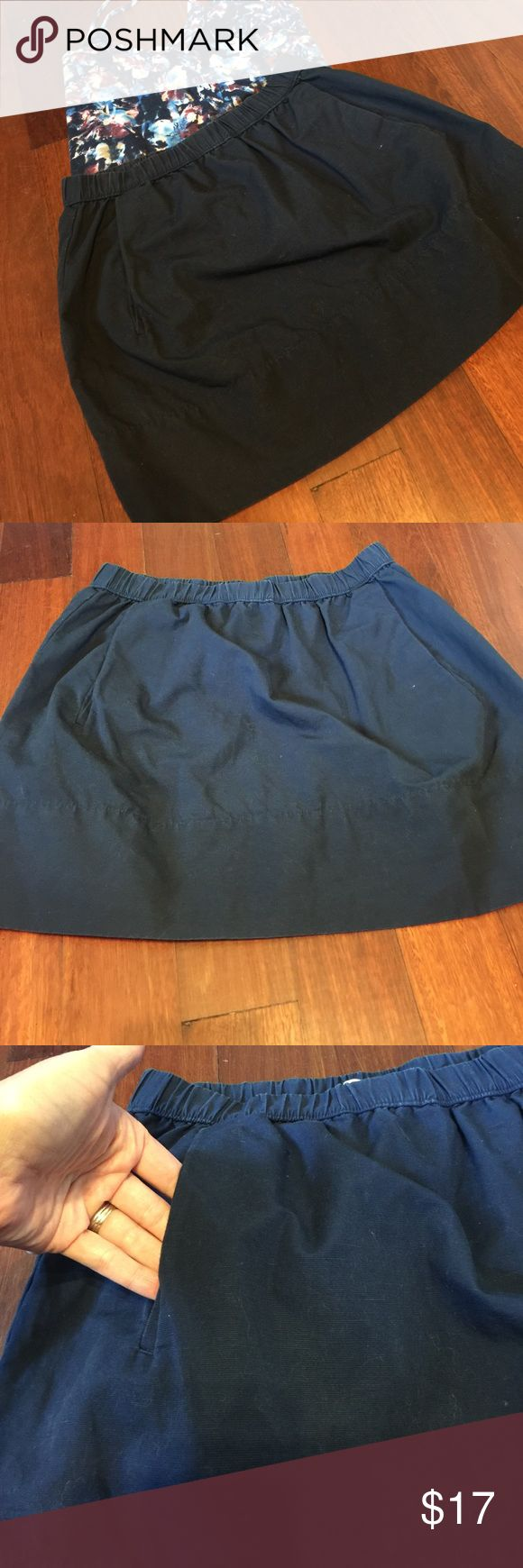 Navy GAP Skirt This is an adorable skirt from the GAP in a size XS. It is Navy in color with an elastic waist and pockets in the front. Please let me know if you have any questions. Thanks GAP Skirts