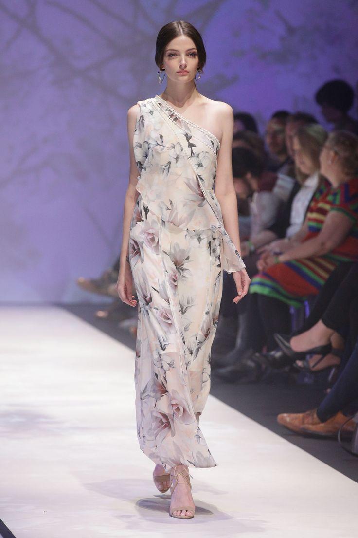 Bloggers fashion present runway mbffs