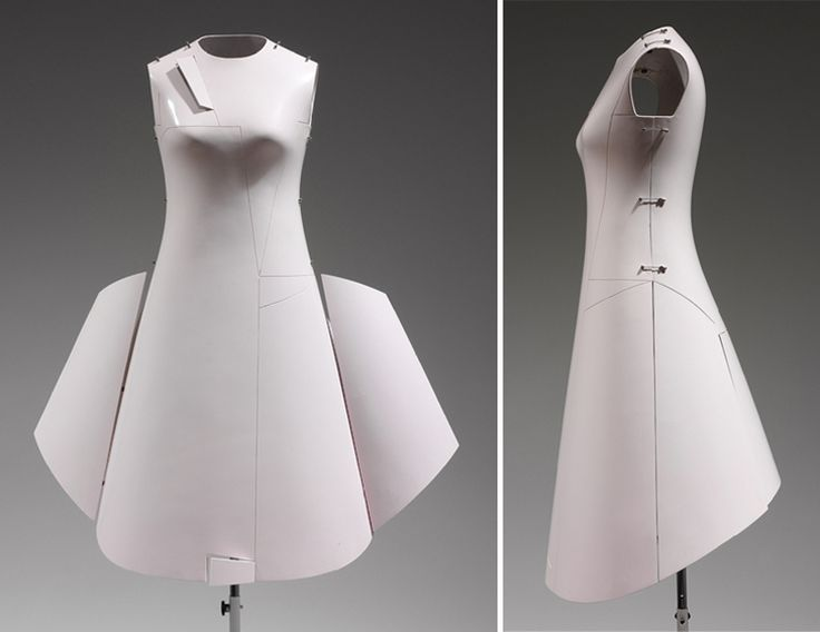 Hussein Chalayan – Collection « Before Minus Now » – Été 2000.