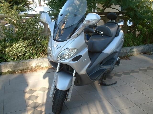 Piaggio X9 500 EVOLUTION a 2.150 Euro | Motorino/moto/ciclomotore | 5.000 km | Benzina | 28 Kw (38 Cv) | 05/2006