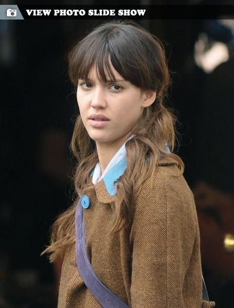 Jessica Alba no makeup (I like her bangs and pony tails)