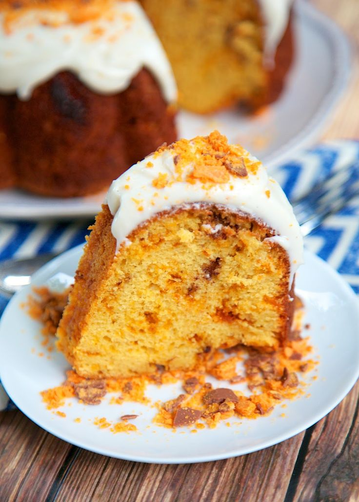 Butterfinger Pound Cake Recipe - yellow pound cake filled with tons of crushed Butterfingers, topped with homemade buttercream and more crushed Butterfingers. Simply amazing! Great for a crowd.