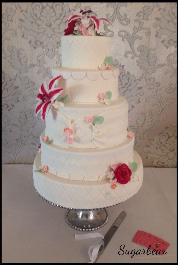 Dragon Lilly wedding cake vintage style