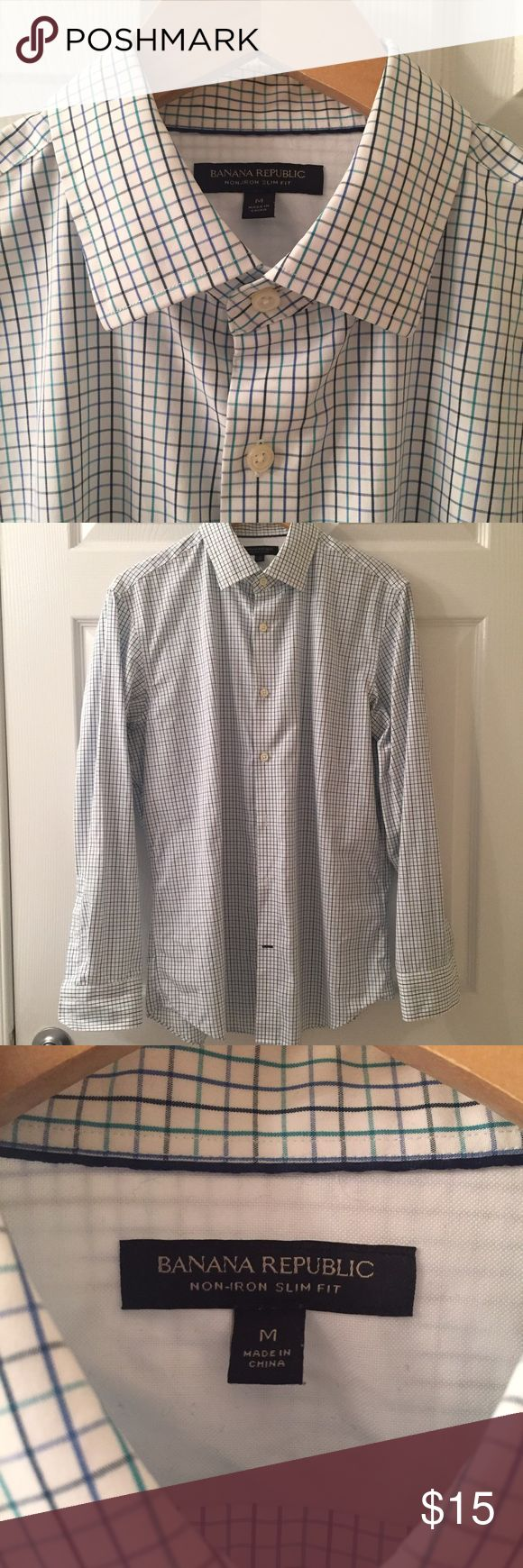 Banana Republic non-iron slim fit dress shirt Size medium, non-iron slim fit dress shirt. In great condition, comes with collar stays Banana Republic Shirts Dress Shirts