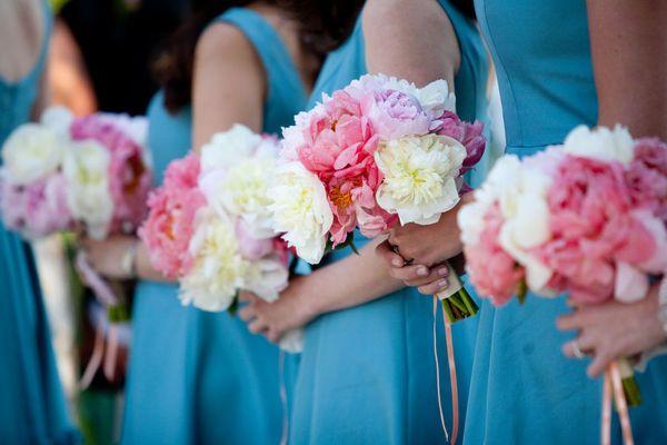 Google Image Result for http://3.bp.blogspot.com/_U56yhynHDXY/TD-vANNFzjI/AAAAAAAABls/-hRg-wHGFtU/s1600/palepinkand%2Bwhite-peonies-bridesmaid-bouquets.jpg