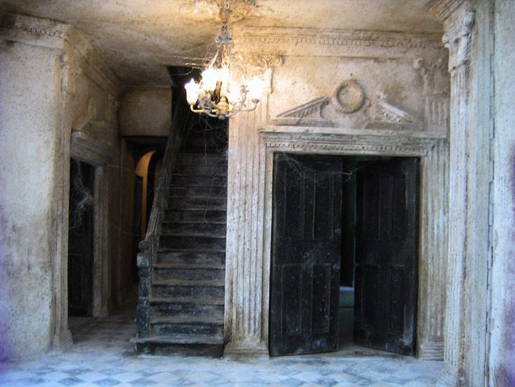 Haunted Miniature Dollhouse of an Abandoned Mansion