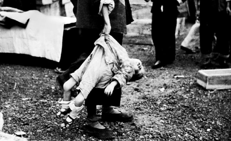 A Chinese toddler, killed during a Japanese aerial attack ...