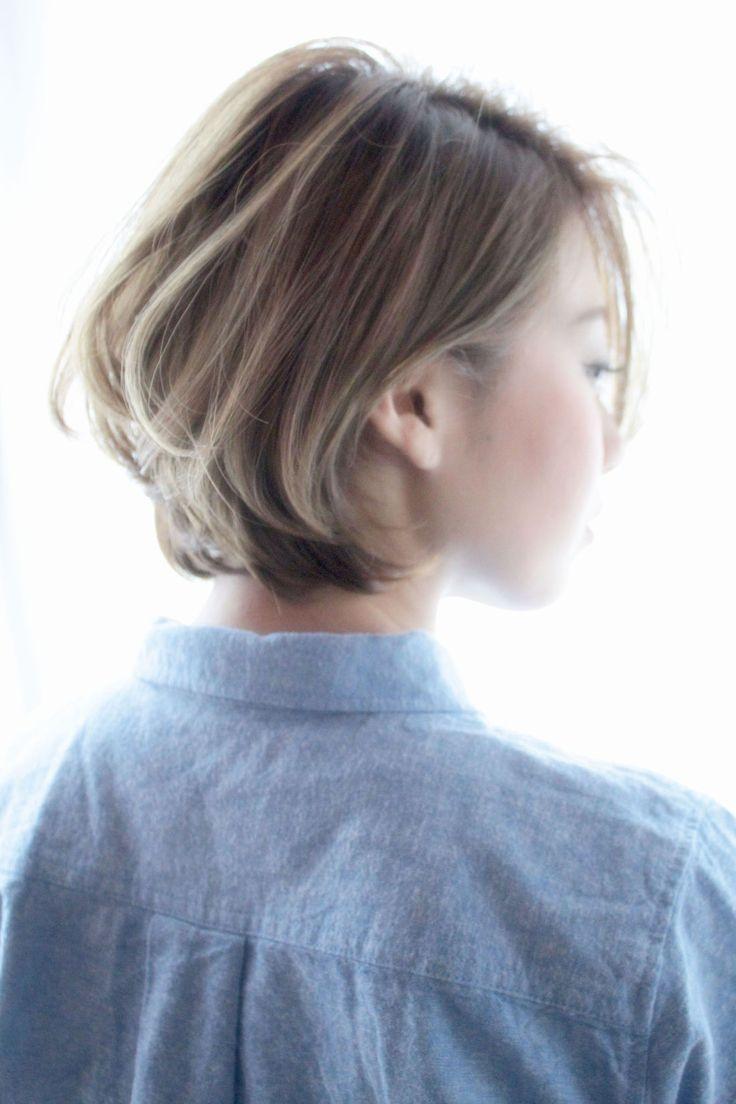 明るい髪色が好きなひとが一度はやってみたい、外国人風グレー・ベージュなカラーリング。ハイトーンでも落ち着いた色味だから、大人っぽいスタイリングにも良く似合う♪ファッションに敏感なお洒落イマドキ女子は必見です◎
