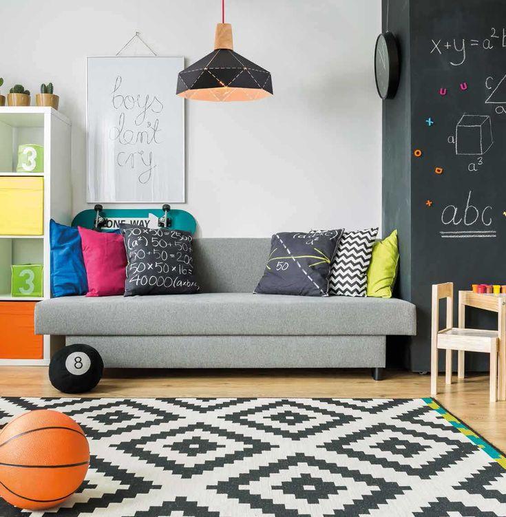 Φωτιστικό οροφής κρεμαστό, μονόφωτο, σε μοντέρνο στυλ, κατασκευασμένο από αλουμίνιο σε χρώμα μαύρο με λεπτομέρειες φυσικού ξύλου, υφασμάτινο καλώδιο σε κόκκινο χρώμα και εσωτερική επιφάνεια σε λευκό ματ χρώμα. Demeter από την Sollo. ------------------- Pendant ceiling lamp, in modern style, made of aluminum in color black with details of natural wood, red fabric cable and white matt inner surface. #blacklove #geometric #pendant #pendantlight #livingroom #livingroomideas #design #modern…