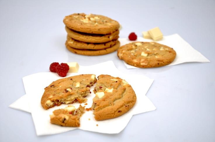 Cookie chocolat au lait et éclats de framboises