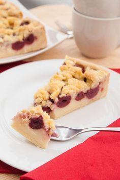 Kirsch-Streuselkuchen mit Pudding-Füllung