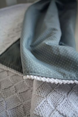 I love the idea of sewing fabric on a crocheted blanket for extra comfy-ness! Inspiración ❥Teresa Restegui http://www.pinterest.com/teretegui/❥