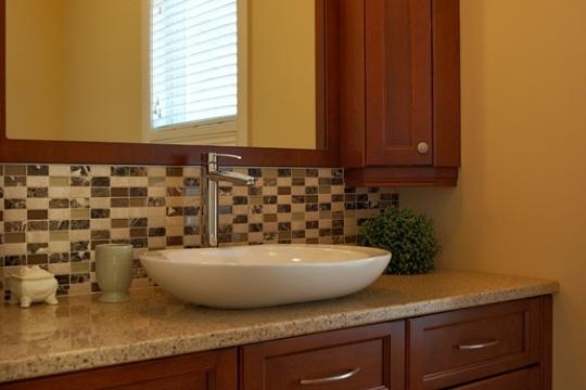 Armoire de salle de bain en bois massif armoire classique for Armoire salle de bain bois
