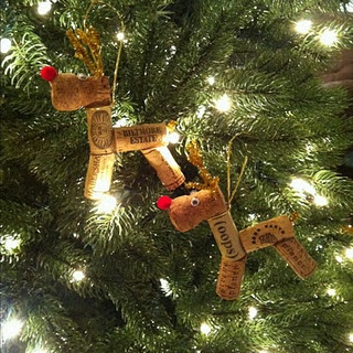 do it yourself wine cork ornaments. I could make a whole herd!! Love the champagne cork heads!!