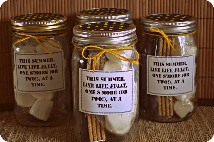 S'mores… in a Jar!  {fun gift idea} #smores #masonjars