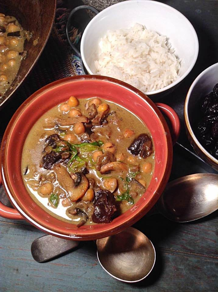 MORROCAN CHICKPEA AND PRUNES CURRY This comforting curry is a mix of exotic flavors from the spices and sweet notes from the prunes, in a smooth and silky coconut sauce, perfect for the cool weather ahead.| Simply vegelicious