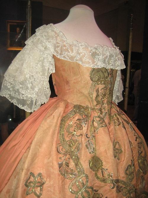 tiny-bibliotecário: vestido que pertenceu a Elizabeth Petrovna, imperatriz da Rússia.
