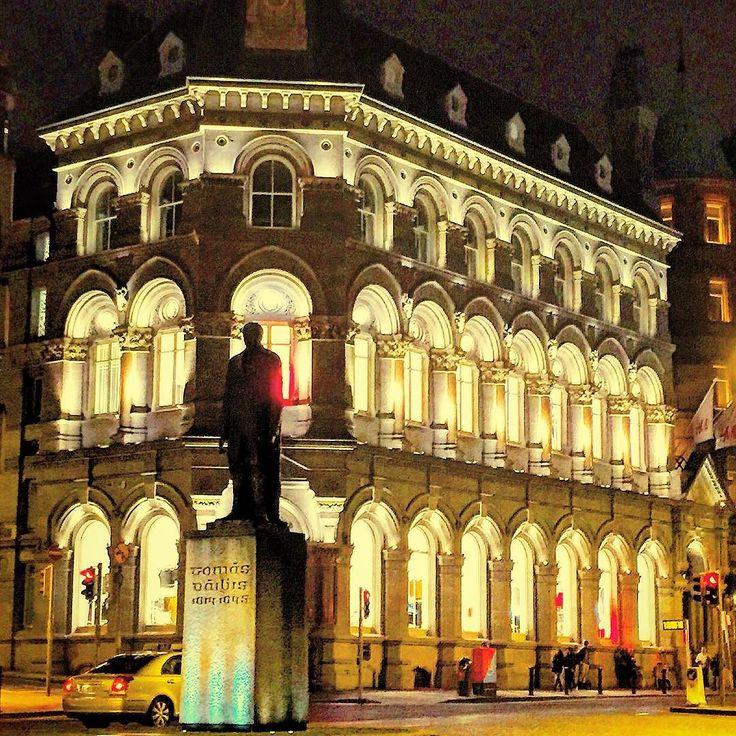 #ireland#irlanda#dublin#night#lights#eire#city#gece#travel#instatravel#worldtraveller#traveller#globe#seyahat#gezgin by photocem