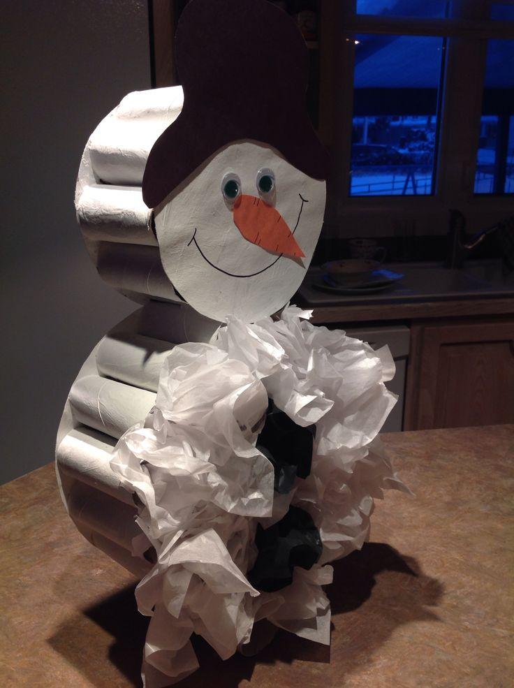 bonhomme de neige en 3d fait avec rouleau de papier de toilette et papier de soie enfants. Black Bedroom Furniture Sets. Home Design Ideas