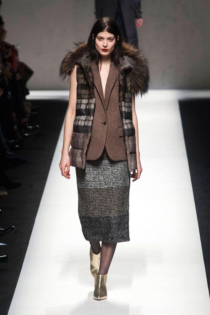 Tweed and fur, Milan Fashion Week: Max Mara fall 2014 #MaxMara #MaxMara2014 #2014