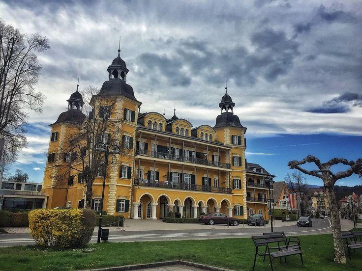 Il nome da principessa ce l'ho...il #castello mi mancava... Ready for #yogaretreat @falkensteiner_hotels #velden - #welcomehome #falkensteinerschlosshotelvelden #austria #detox #yoga #instagood #instayoga #wellness #caste #besthotel #instatravel #luxurytravel #picoftheday #love #mindfulness #moments #follow #daianalorenzato