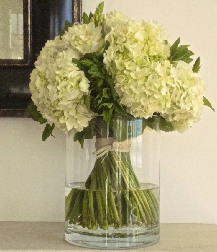 hand tied bouquet of hydrangeas, star of bethlehem, and mint | design inspired by jane packer | photo credit lisa walsh|innerspace