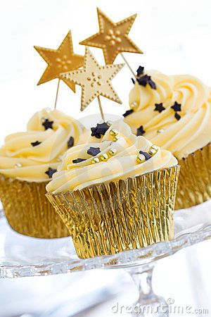 new year's eve celebration cupcakes