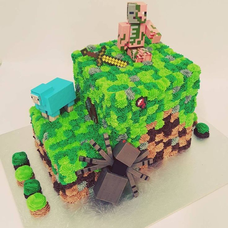 Two tier Minecraft with Figurines