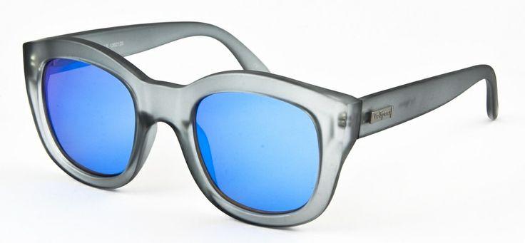 Le Specs LS Runaways-matte grey 549 SEK #lespecs http://www.loveyewear.se/solglasogon/le-specs-ls-runaways-matte-grey-gra-bla/