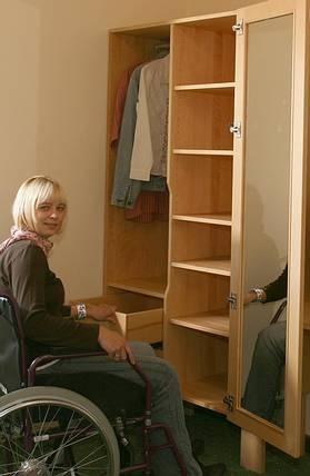 Schubladen in der richtigen Höhe und erreichbar http://www.die-moebelmacher.de/produkte/barrierefrei/hotelzimmerbarrierefrei.html