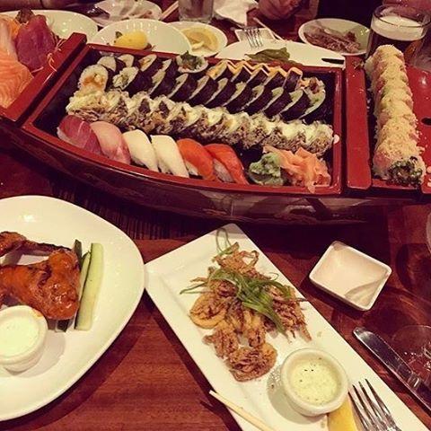 #sashimi #sushi #maki #chickenwings #calamari #martini #drinks #dinner #msp 📷: @placesigofoodieat