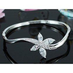 Prachtige bruidsarmbanden met parels en/of kristallen. Laat jezelf schitteren op je bruiloft met deze prachtige bruidssieraden!