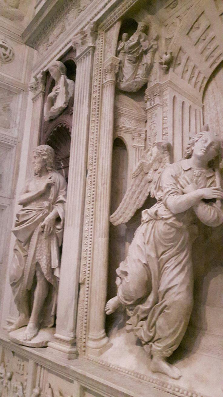 Dettaglio dell'Altare nella cappella Correale di Terranova nella Chiesa di Sant'Anna dei Lombardi a Napoli
