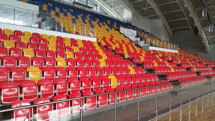Scaune stadion, sali sportive adaptate pentru prindere pe contratreapte cu inaltime de 35cm