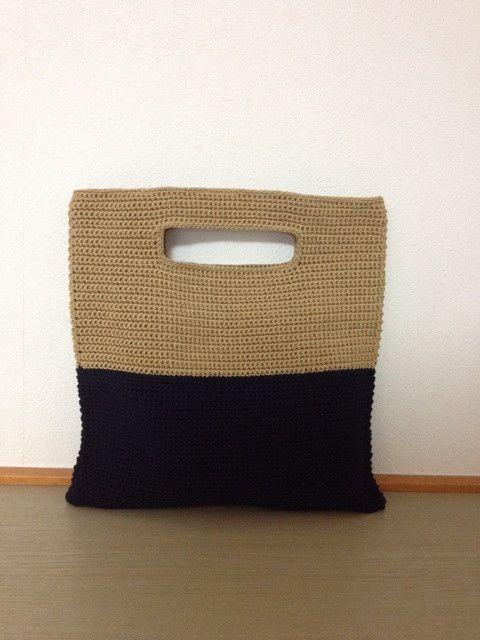 *maiamu*かぎ針編みバイカラーの2wayクラッチ&トートバッグ ゴールド×ネイビー 出品 の画像|*maiamu*ハンドメイドのおしゃれアイテム