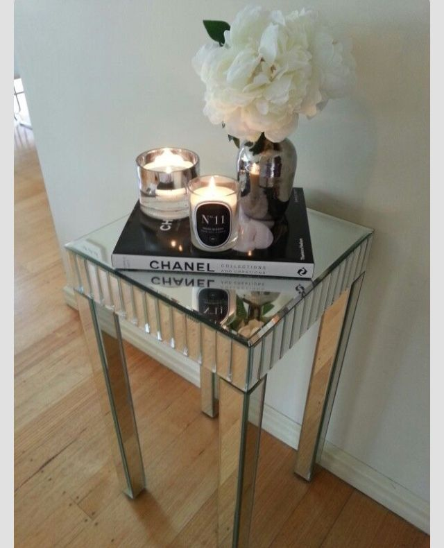 Beautiful Table & Decor Setting for a Hall or Entryway