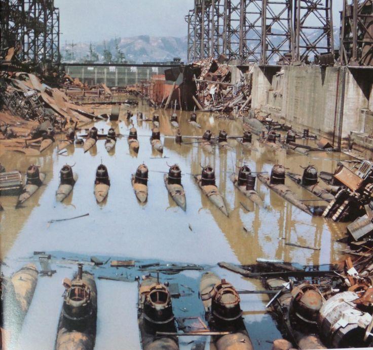 Японские сверхмалые подводные лодки типа «Корю» в сухом доке военно-морской базы…