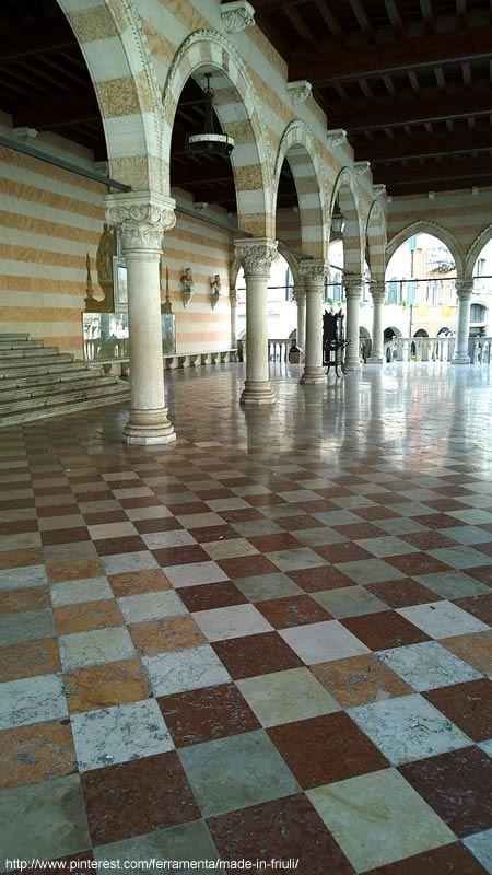 Siamo nella Loggia del Lionello, Piazza Libertà #Udine, Friuli Venezia G #Italia #Italy