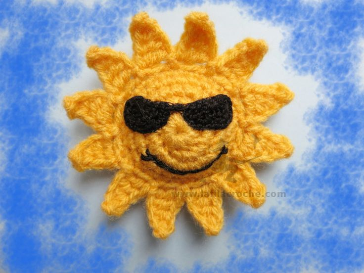 Crochet sun with sunglasses. Used to draw this all the time as a kid.