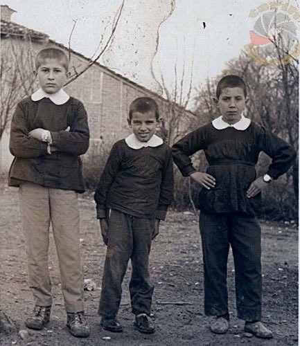 Zengin ve fakir öğrenciler arasındaki farkın ortaya çıkmaması için 1930lu ve 90lı yıllar arasında kullanılan siyah önlük...