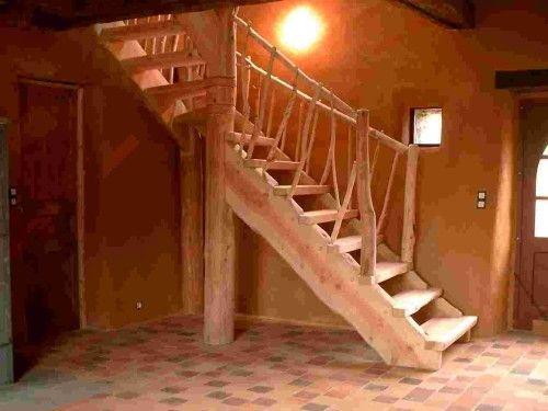 Escalier quart-tournant haut et rambardes en chataignier.