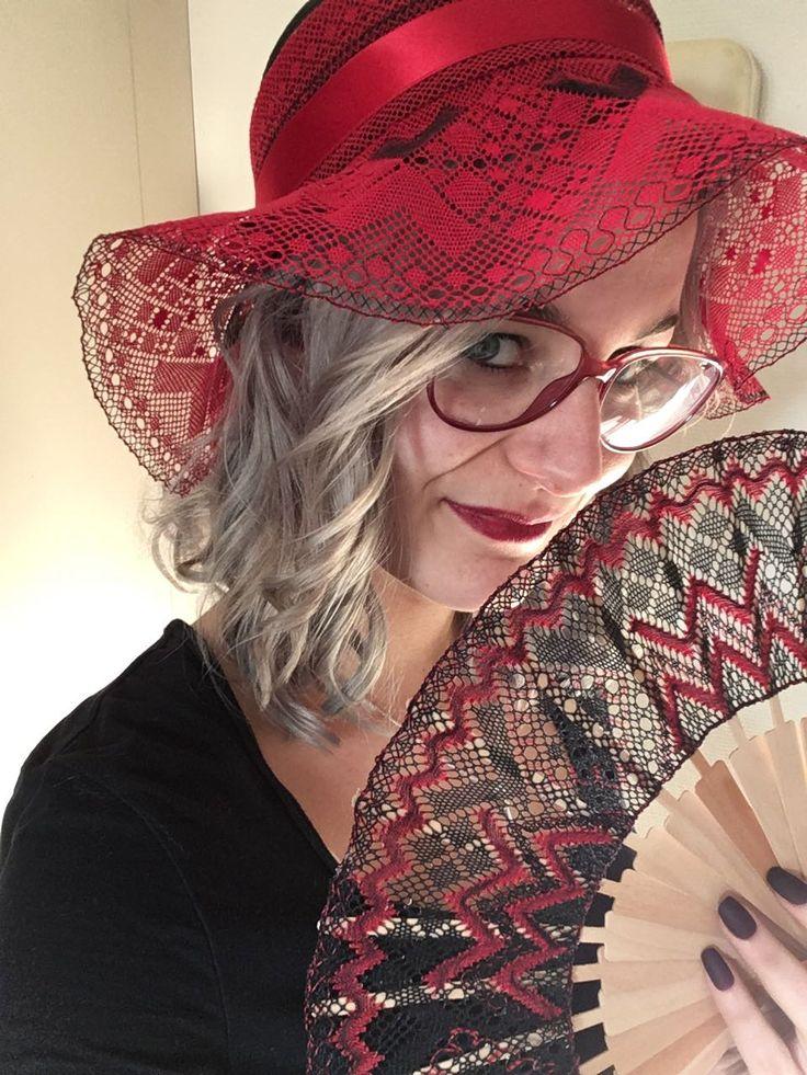 Mijn dochter met mijn mooie hoed op mrt 2017