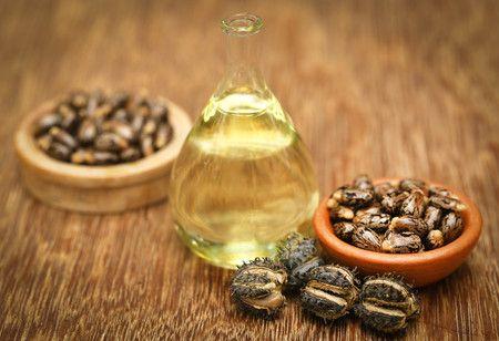Olio di ricino uso cosmetico per il trattamento dei brufoli, per la cura della pelle e per la ricrescita dei capelli. L'olio di ricino elimina le verruche.