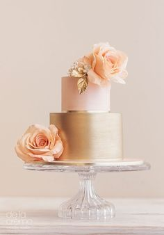 Blush & gold two layer cake with incredible peach sugar roses ~ we ❤ this! http://moncheribridals.com