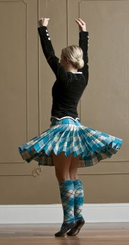 Highland Dance - Pivot Turn. look at those pleats!